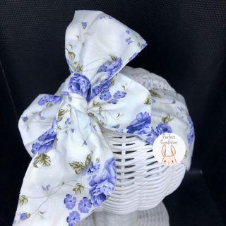 Preloved White Floral Pattern Bow (Brand: Bii Bows)