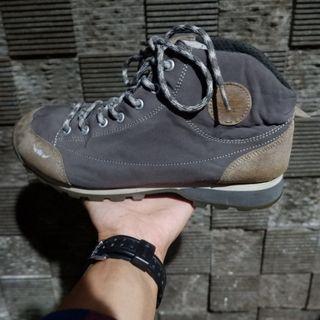 sepatu gunung bekas bfl atau sepatu outdoor second