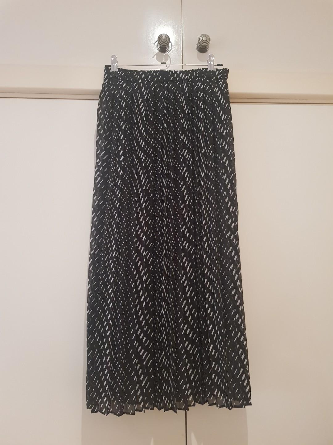 BNWOT Uniqlo Pleated Patterned Maxi Skirt Size XS/6
