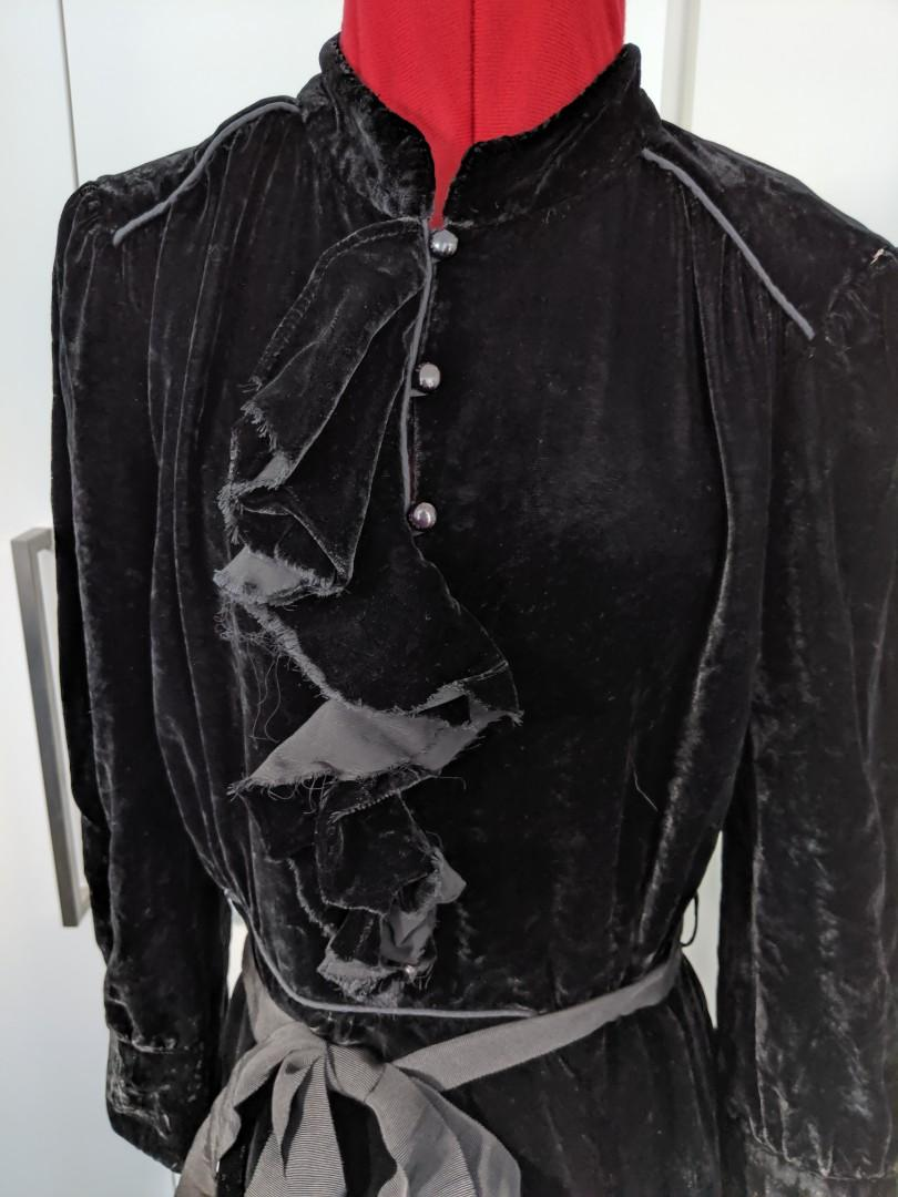 Marcs Jacob - black ruffle front velvet tie waist dress - US 4