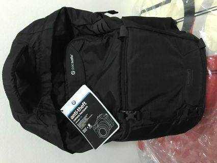 Pacsafe Anti-theft camera backpack