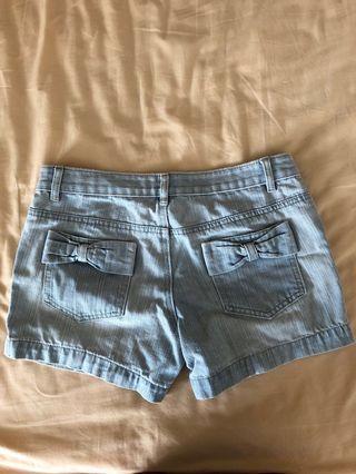 Bow light blue denim shorts