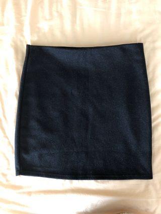 Straight cut strechable black skirt