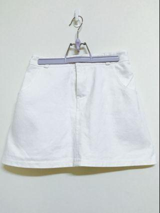 A字白色牛仔裙