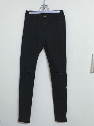 黑色破洞牛仔褲