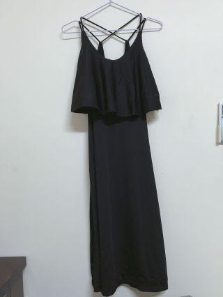 黑色細肩帶洋裝