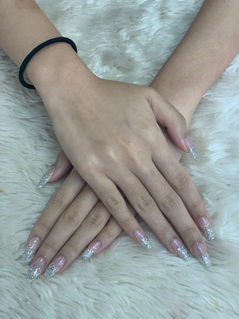 ACRYLIC NAIL EXTENTIONS!!
