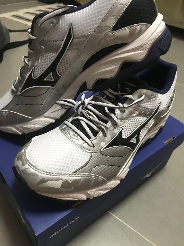 BNIB Mizuno Running Shoes ( SAF) Us