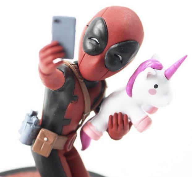 Brand New Marvel Deadpool Unicorn Selfie Statue Quantum Mechanix Q-Fig