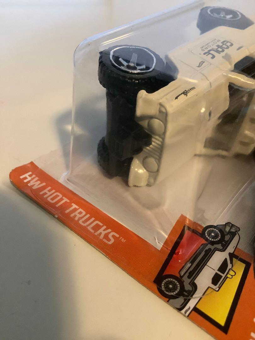 Hot wheels 1967 Jeep jeepster commando collectible diecast car with motorcycle