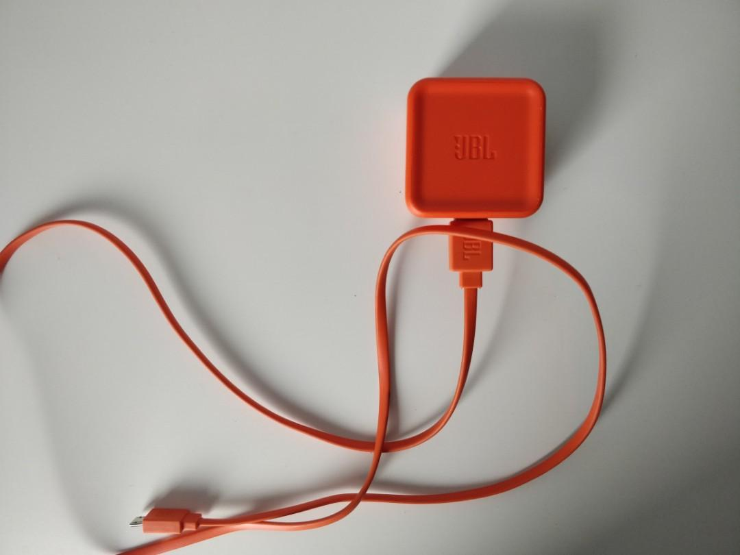 JBL Charge 3 Waterproof Wireless Bluetooth Speaker (Black)