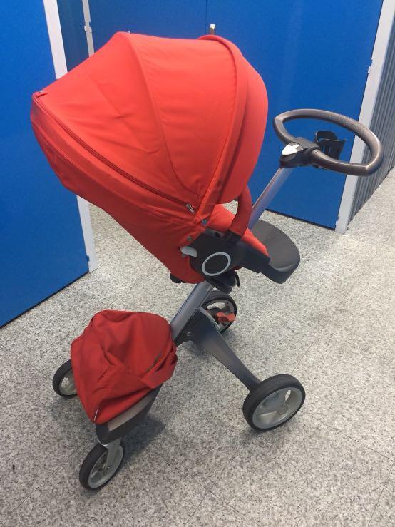 Stokke 紅色嬰兒車全配附贈太陽傘加傘架
