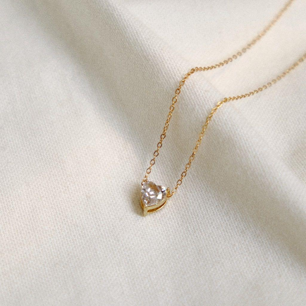 white pearl necklaces gold