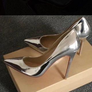 全新 銀色尖頭高跟鞋