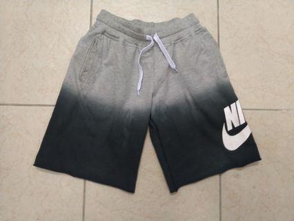 Nike aw77漸層短褲(L) (adidas puma converser參考