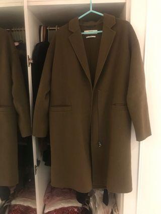 ZARA 簡約率性軍綠色 48% wool 手工羊毛大衣外套(Handmade)