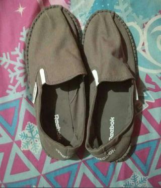 Sepatu plat