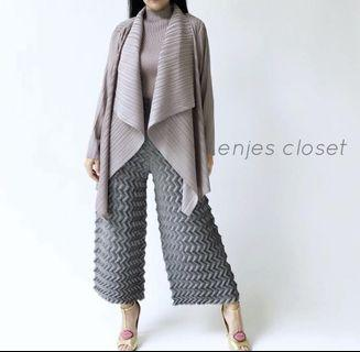 Grey pleats outer (real pleats)