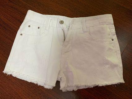 白色短牛仔褲