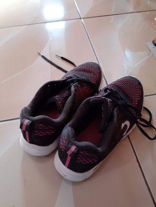 Sepatu olahraga Tomkins