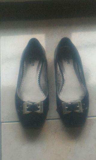 女低跟皮鞋