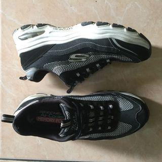 #Lalamove #HBDCAROUSELL [SKECHERS] D'lites black and white