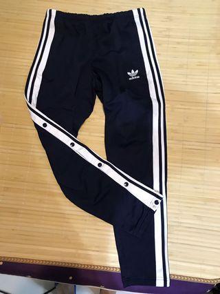 Adidas 排扣褲 二手的