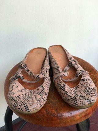 sepatu sandal tracce