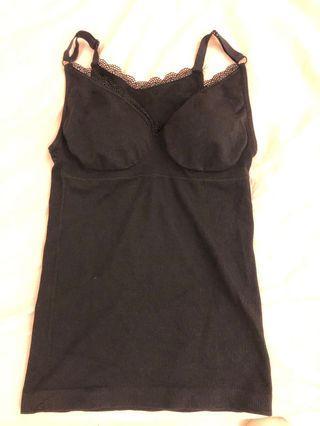 從韓代購購入 黑色細緻蕾絲邊小可愛 有塑腹效果 肩帶可調