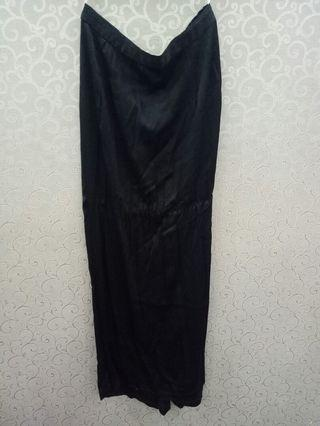 Black Long Skirt (back pleated)
