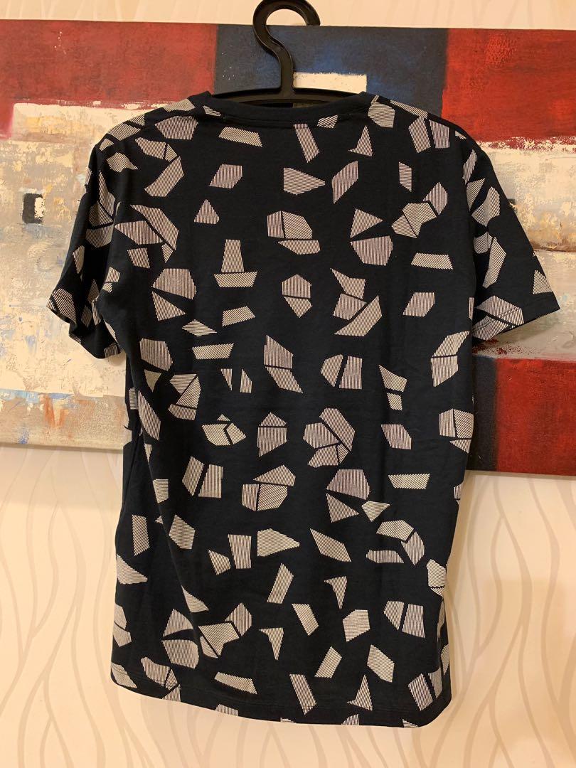 ARMANI  幾何圖形滿版V領短T恤