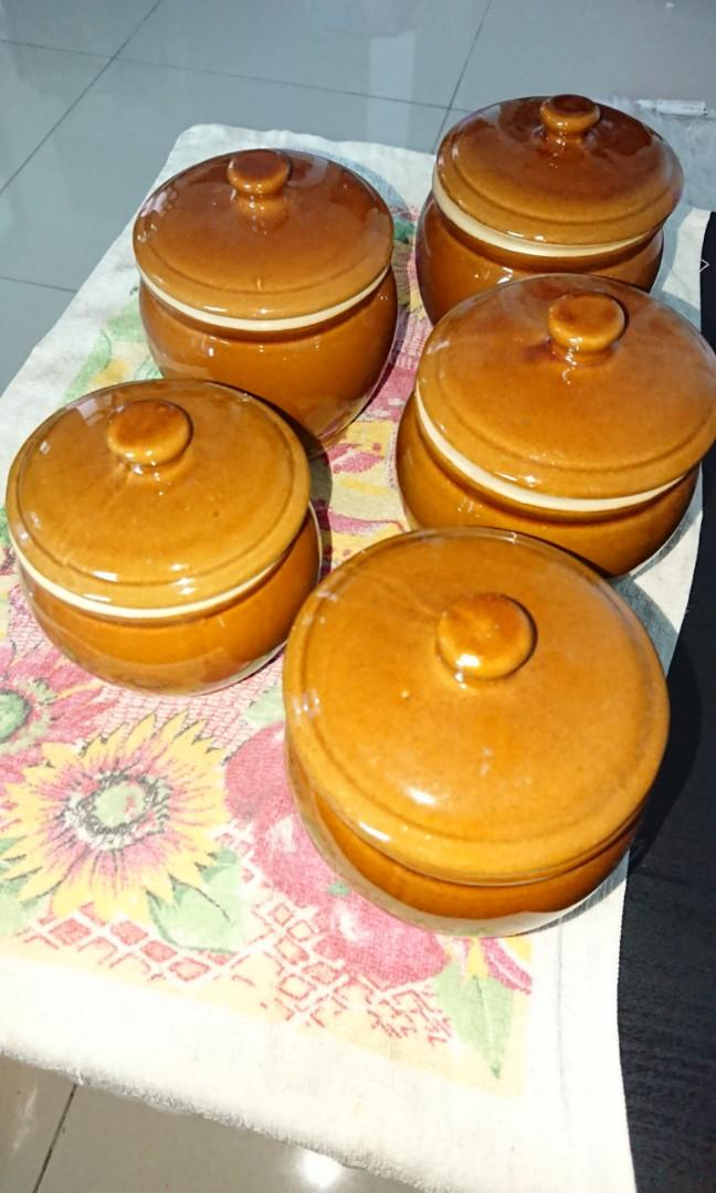 Clay Pot w/ cover