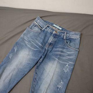 丹寧微寬鬆牛仔褲