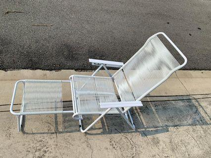 Display Unit White Lazy Chair