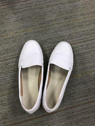 White comfortable nurse shoes