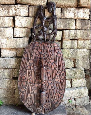 Tameng ukir Papua 111.5 cm