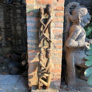 Patung ukiran kayu Papua
