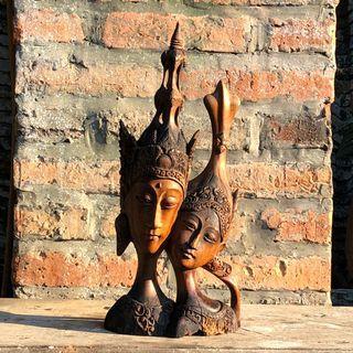 Patung kayu ukiran Jawa untuk hiasan meja