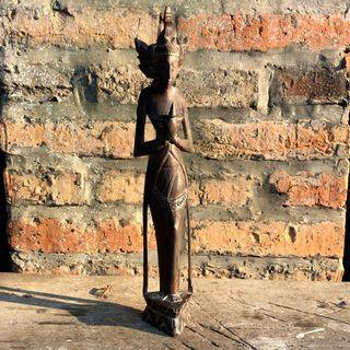 Patung kayu ukiran Jawa