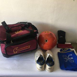 Bowling: - Bag with wheels / carrier / Bowling Ball / Shoes / Gloves (Hammer, Calibur, Columbia 300 Messenger, Made in USA)
