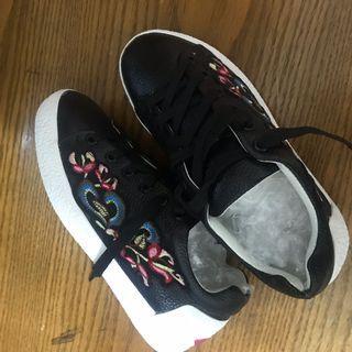 刺繡花卉綁帶鞋