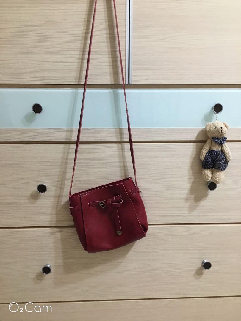 酒紅色包包