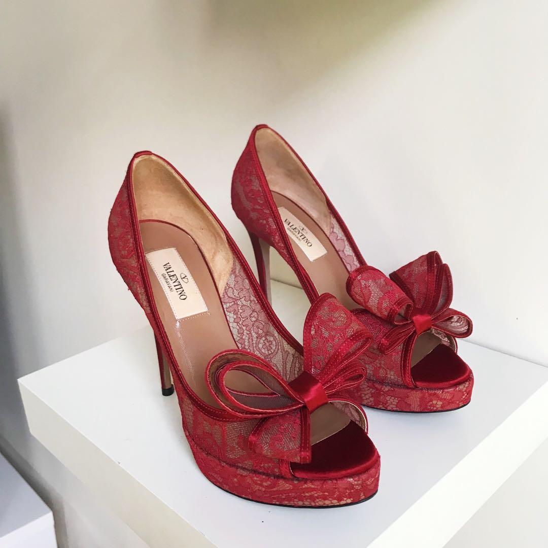 Valentino red lace bow peep toe pumps size 35.5 / 5.5