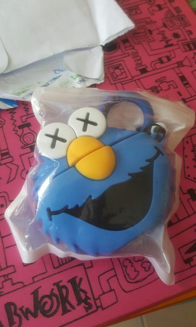 WTS COOKIE MONSTER AIRPOD CASING