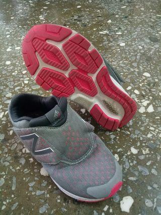 兒童NB球鞋