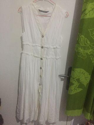 #HBDCAROUSEL #lalamovecarousel zara white vintage basic dress