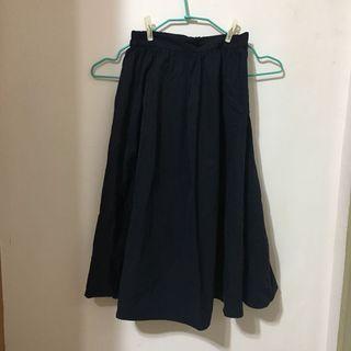 GU 深藍色七分裙