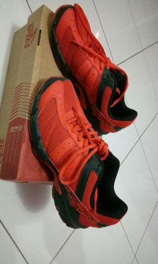 Sepatu Kets Unisex