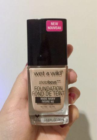 💋 Wet n wild Foundation