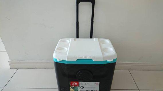 Igloo Quantum - Cooler / Esky - With wheels / trolley 26 liters